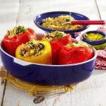 Polnjene paprike s kvinojo in koruzo