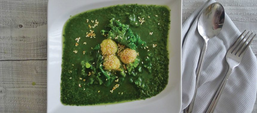 Ohrovtova juha s polento in sezamom