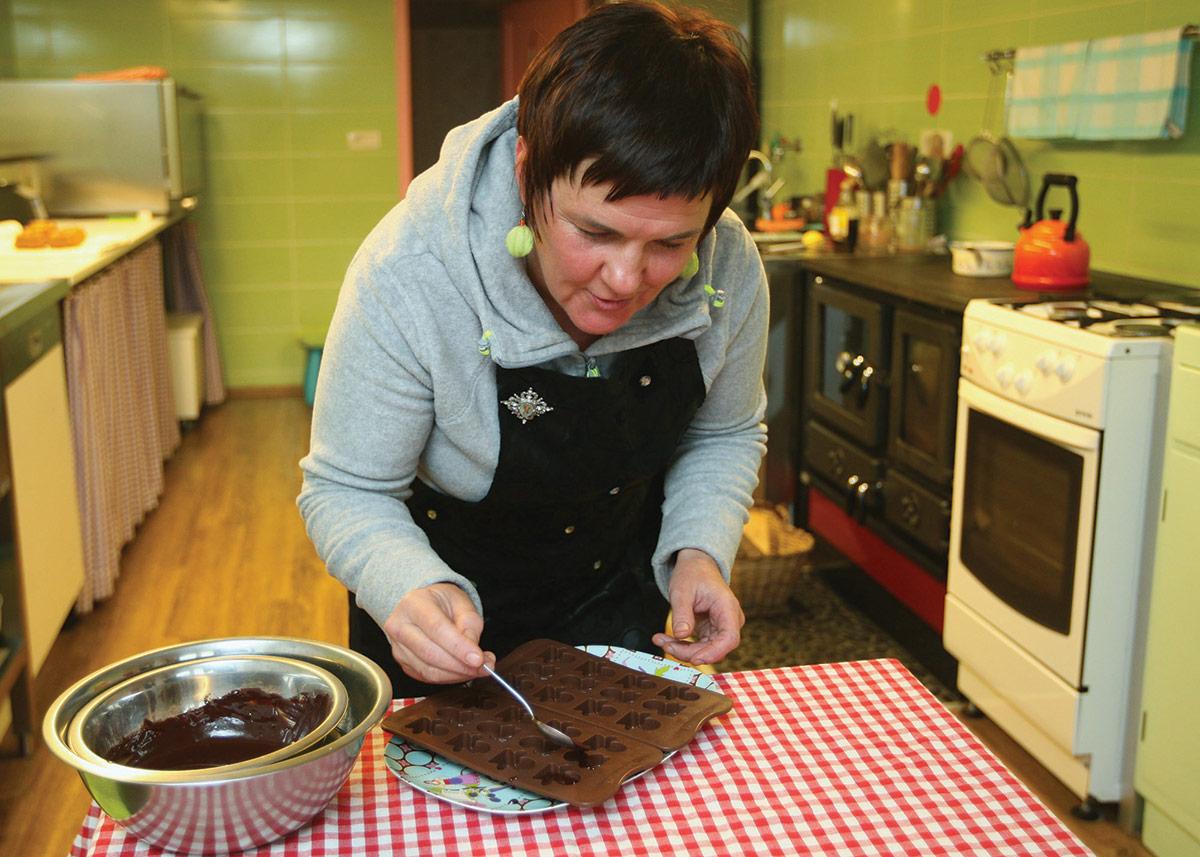 Mateja Ulaga izdelovanje presnih čokolad
