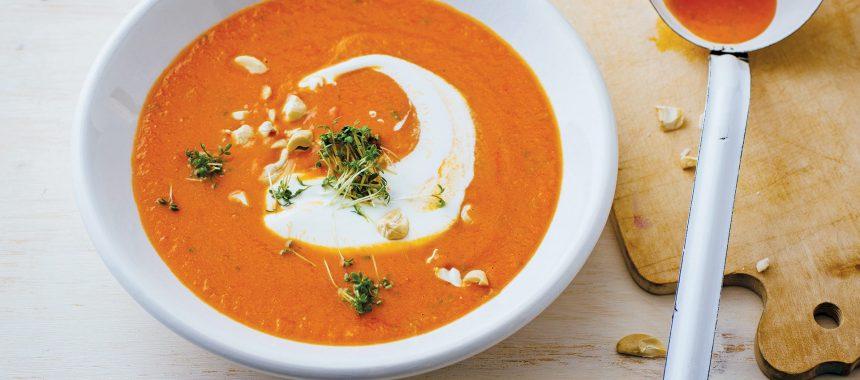 Kremna juha iz bučk z indijskimi oreščki