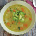 Lahka zelenjavna juha s kvinojo