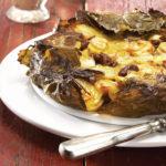 Krompirjeva pita z listi vinske trte in pekorinom