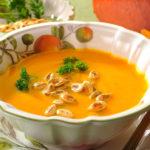 Bučna juha z ingverjem
