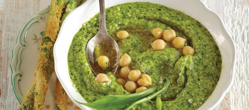 Humus s čemažem in pečenimi zelenimi beluši
